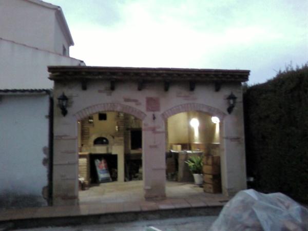 Foto construcci n porche con barbacoa y horno de le a de - Porches con barbacoa ...