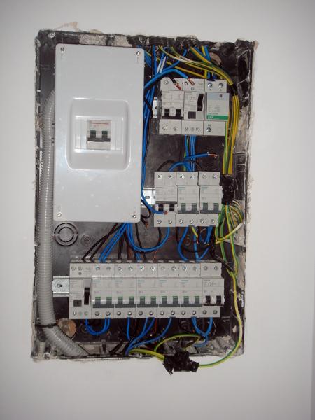 Foto cuadro de luz actual de construcciones y reformas - Cuadro electrico vivienda ...