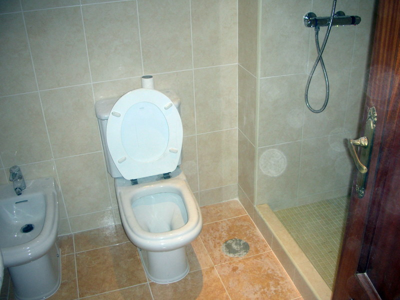 Foto cuarto de ba o con plato de ducha de obra for Banos pequenos con plato de ducha