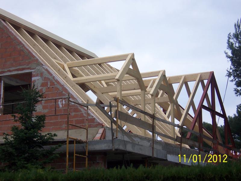 Foto cubierta con estructura de madera de proyectos y - Estructura de madera para piscina ...