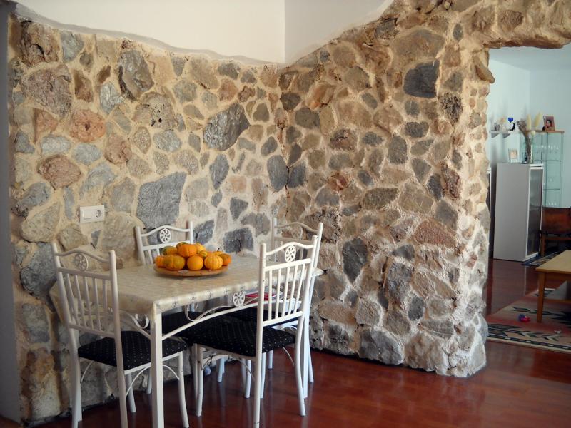 Foto decoracion de cocina con piedra de kral 146401 habitissimo - Decoracion paredes de piedra ...