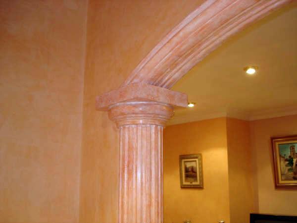 Foto decoraci n de escayola con efecto yeso envejecido for Techo de escayola decoracion simple