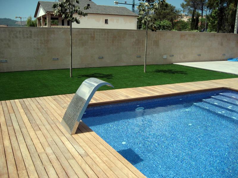 Foto detalle cascada piscina de pere le n interiorismo y - Presupuestos de piscinas de obra ...