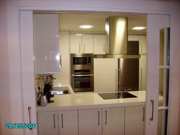 Foto doble puerta cocina de ryc 355101 habitissimo - Puerta abatible cocina ...