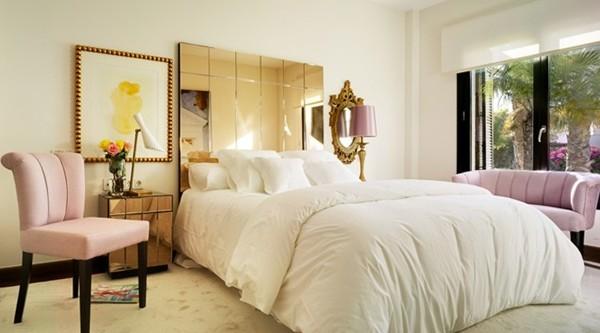 foto dormitorio de estilo retro con cabecero de espejo