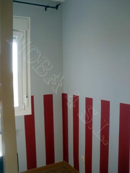 Foto dormitorio ni o sin remate de z calo rayas pintadas for Zocalos para garajes