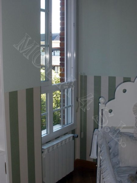 Foto dormitorio zocalo de papel pintado sin remate de for Papel pintado coruna