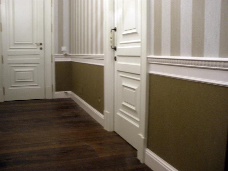 Foto dos tipos de papel vinilicos combinados en pasillo for Papel para pasillos