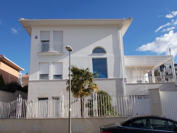 Foto fachada chalet de aranjuez de construcciones for Oficina de empleo aranjuez