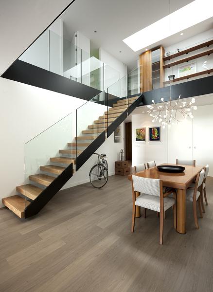 Foto interior vivienda doble altura de manuel miralles for Escaleras de salon