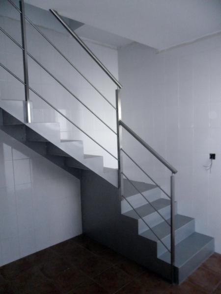 Foto escalera de hierro con barandilla de acero inoxidable de instalaciones inoxti s l 205626 - Barandillas de escaleras interiores ...