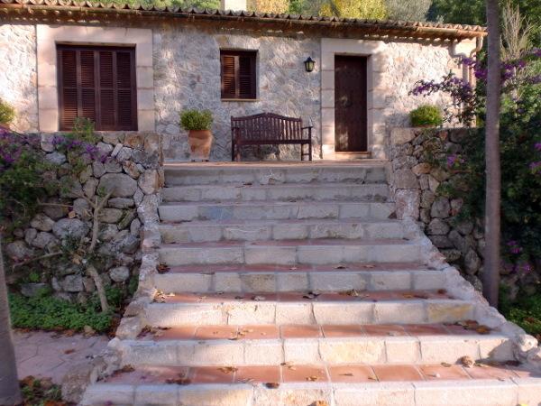 Foto escalera exterior de construcciones nadal gallard s l u 157312 habitissimo - Fotos de escaleras rusticas ...