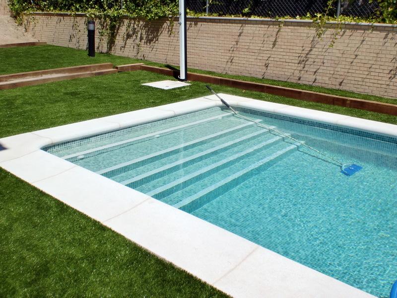 Foto escalera interior tipo grada de piscinas y - Piscinas de interior ...