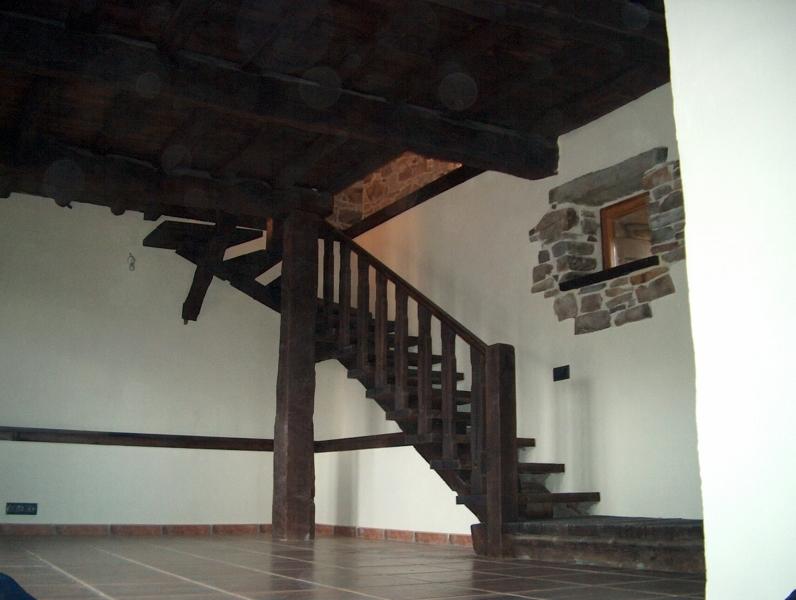 Foto escalera rustica de madercost 307232 habitissimo - Escaleras de madera rusticas ...