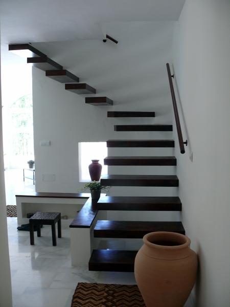 Foto escalera volada en madera de servimaxum 391127 for Escaleras voladas de madera