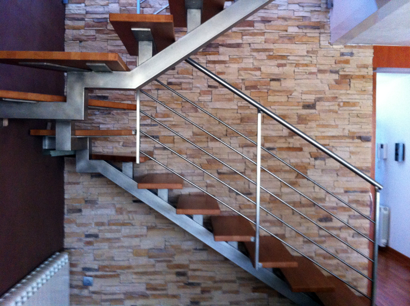 Foto escaleras interiores de versan s l 356492 for Escaleras para interior