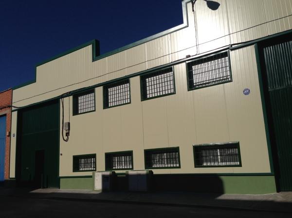 Foto fachada de nave industrial de fenomoi grupo s l - Fachada nave industrial ...