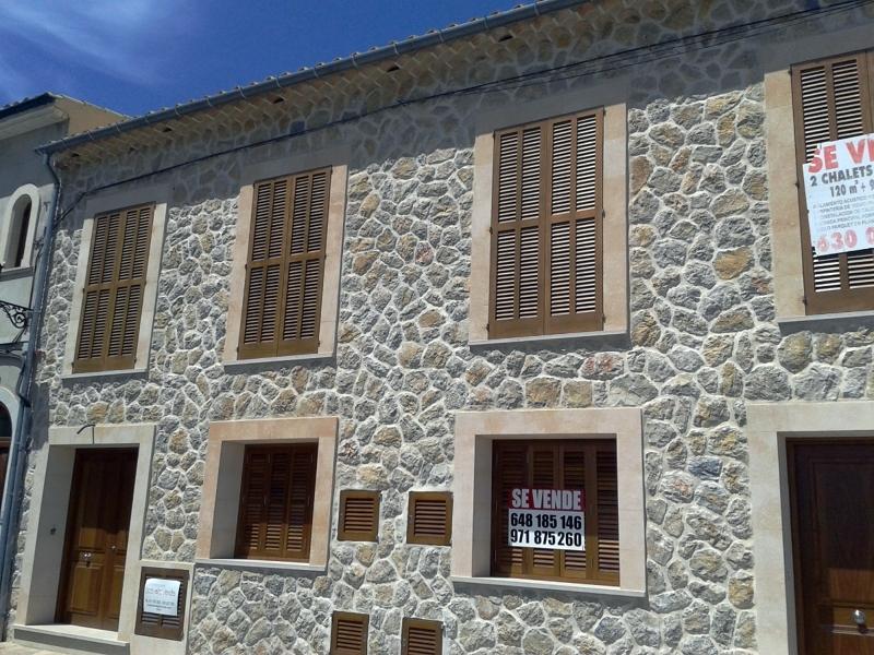 Foto fachada de piedra con junta y recercos mares en portales y ventanales de tos als verds s - Precio de piedra para fachada ...