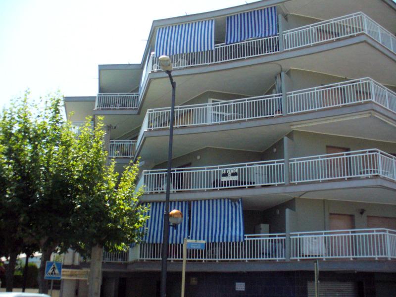Foto fachada en cambrils despues 2 de vertical de - Tapiceros tarragona ...