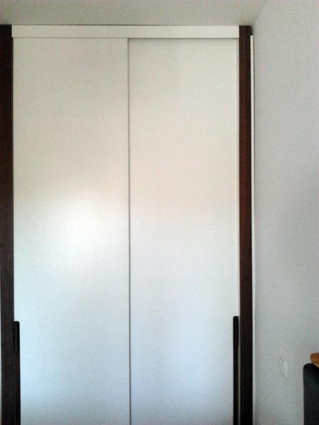 Foto frente de armario de puertas correderas lisas de - Precios de puertas lacadas en blanco ...