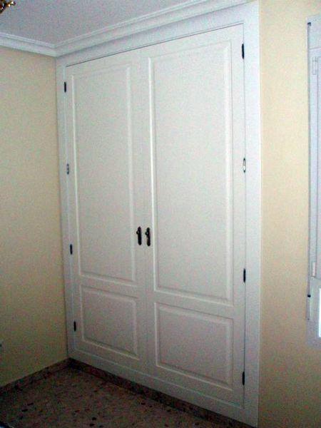 foto frente de puertas dm lacadas en blanco de kadimed