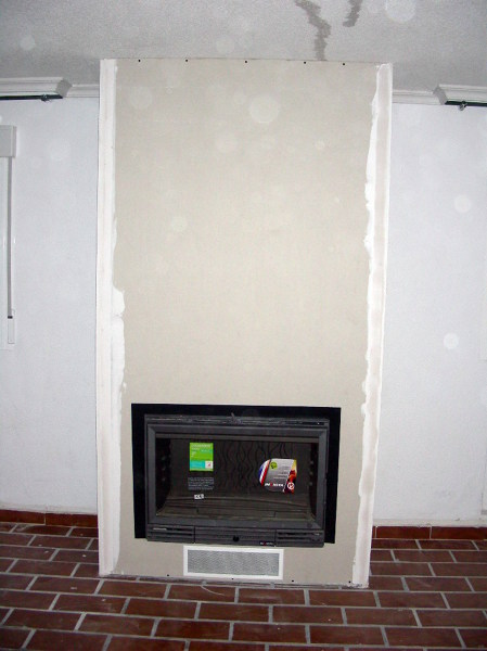 Foto frente de una chimenea de pladur de sin hollin - Chimeneas con television ...