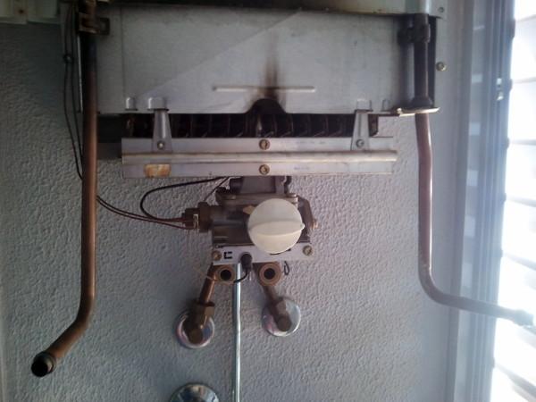 Foto incendio de un termo de gas de fontaneria alvarez sl - Precio termo de gas ...