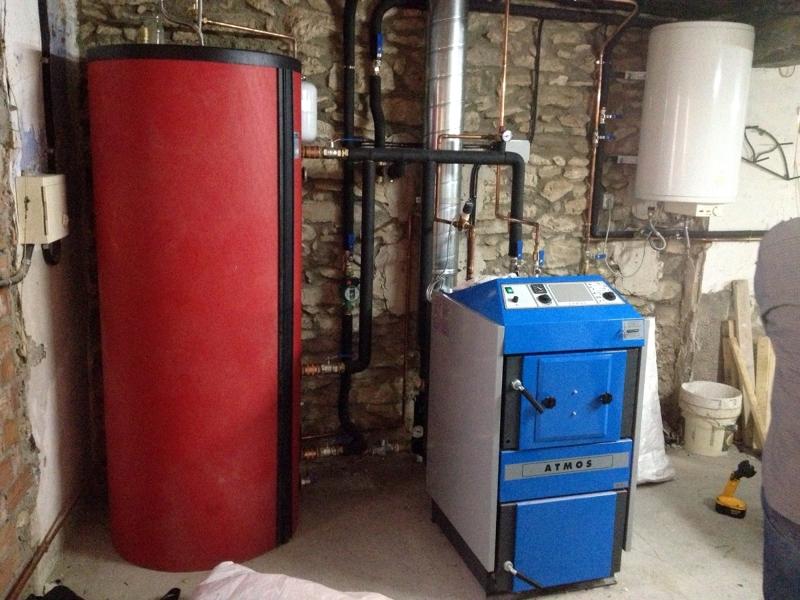 Foto instalaci n de caldera atmos dc25s de gasificaci n - Calderas de lena y pellets precios ...
