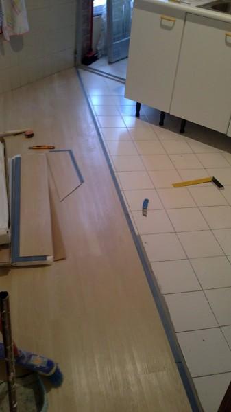 Foto instalaci n de pavimento vinilico en pvc imitacion for Suelo vinilico madera