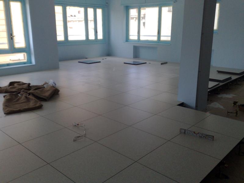 Foto instalacion de suelo tecnico de grupo tei 376347 - Suelos tecnicos precios ...