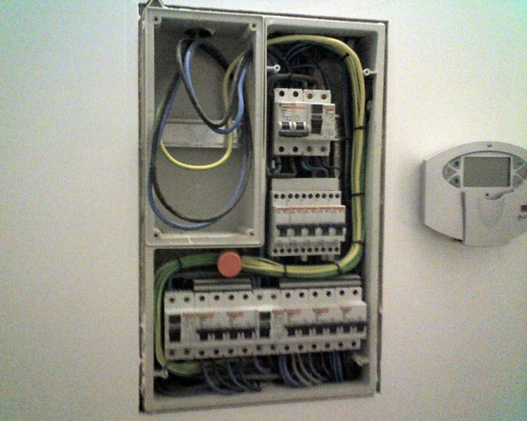 Foto instalaci n electrica en vivienda unifamiliar de for Instalacion electrica jardin