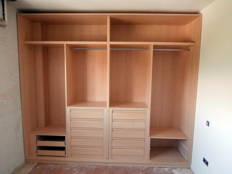 Foto interior de armario de macape 248597 habitissimo - Interior de armario ...