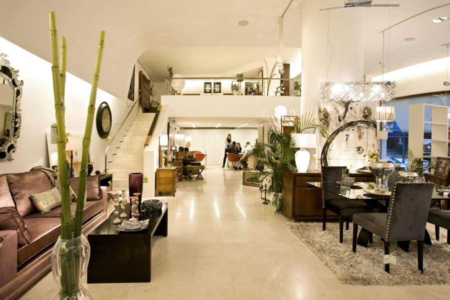 Foto interior de la tienda de aldea muebles y decoraci n for Almacenes de muebles