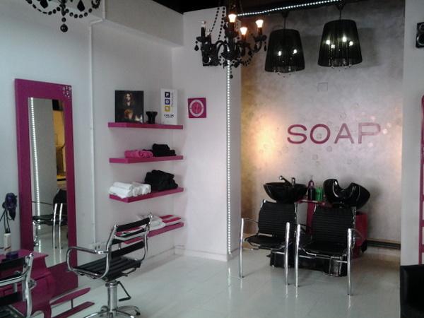 Foto interiorismo de la peluqueria soap de pintura y - Como amueblar una peluqueria ...