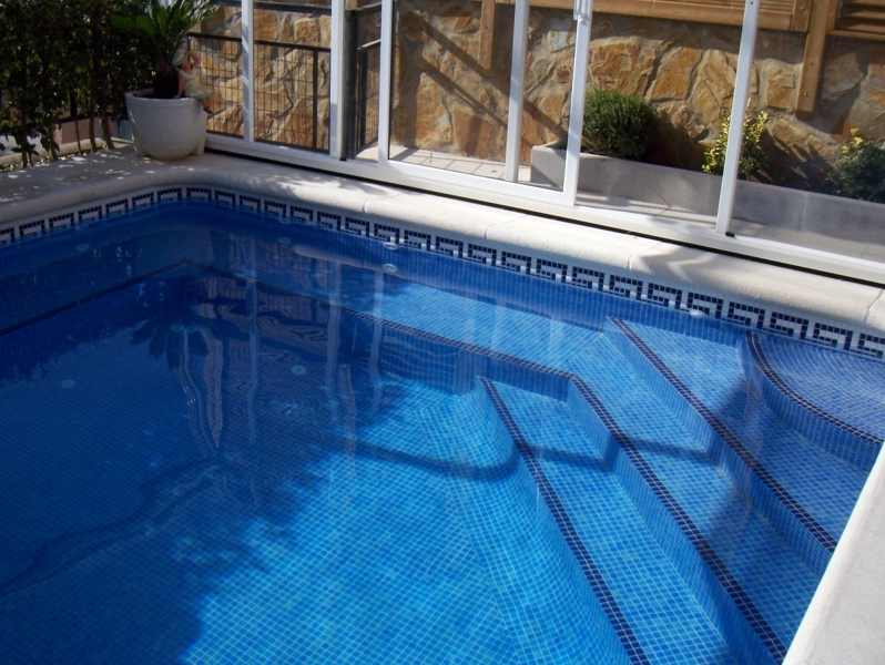 Foto jacuzzi integrado en la piscina de piscinas for Fotos en la piscina