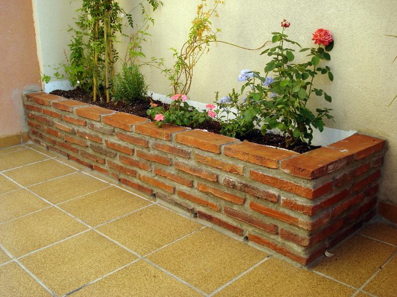 Foto jardinera de reformas y mantenimientos santaella Construir una pileta de ladrillos