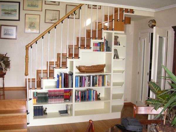 Foto libreria bajo escalera de buk solucion 597768 for Escalera libreria