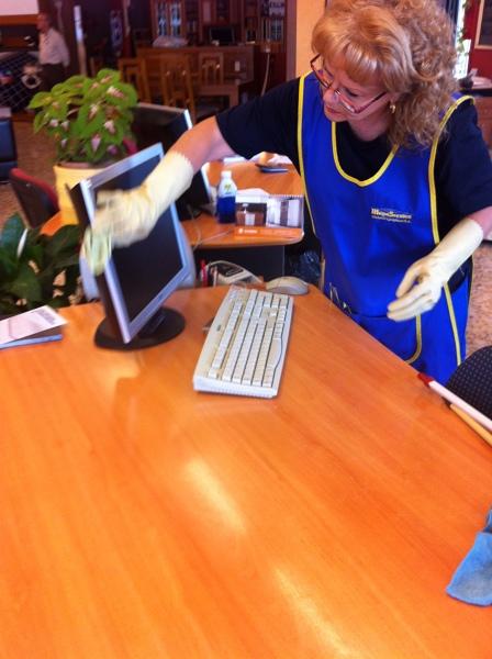 Foto limpieza de oficinas limpieza de comunidades for Precio m2 limpieza cristales