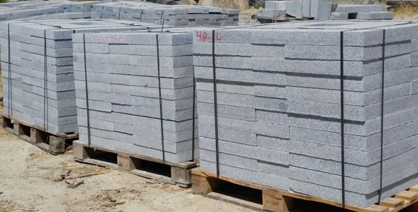 Foto losas de granito de granito gris 668805 habitissimo for Losas para garajes