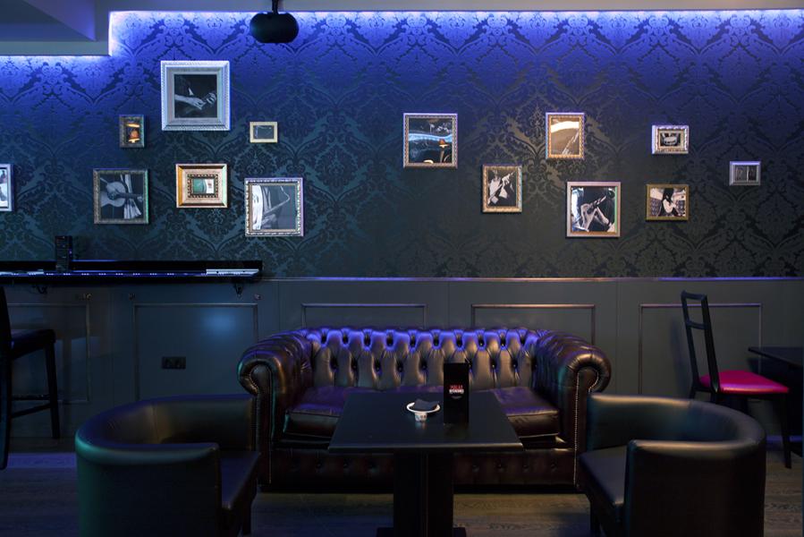 Foto malas intenciones bar de copas de quatro - Decoracion de bares de copas ...