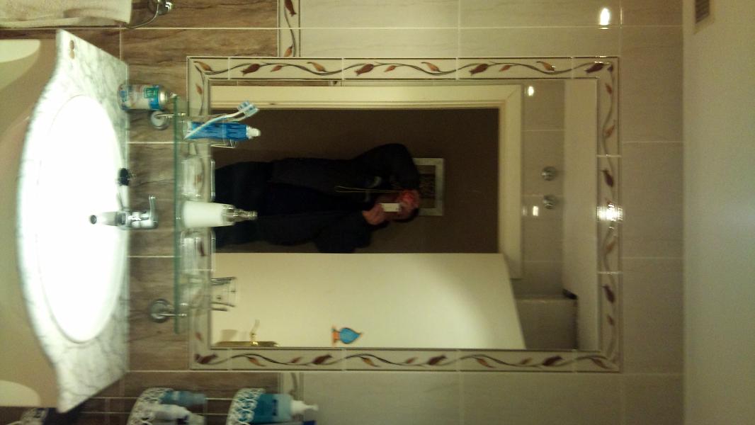 foto marco de cenefa de obra con espejo encastrado de cmp