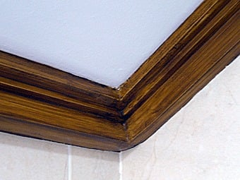 Foto moldura techo imitaci n a madera de alfa decoraci n for Molduras de madera para pared