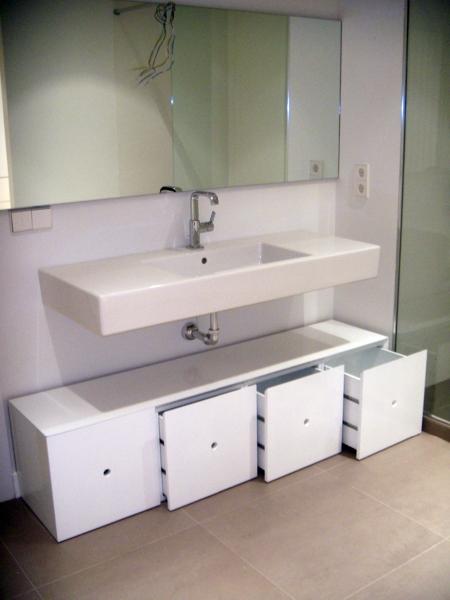 Foto mueble bajo lavabo a medida de artilara decoracion for Medidas lavabo