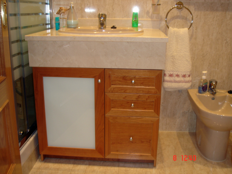 Foto mueble de ba o a medida en cerezo de muejosala - Muebles empotrados a medida ...