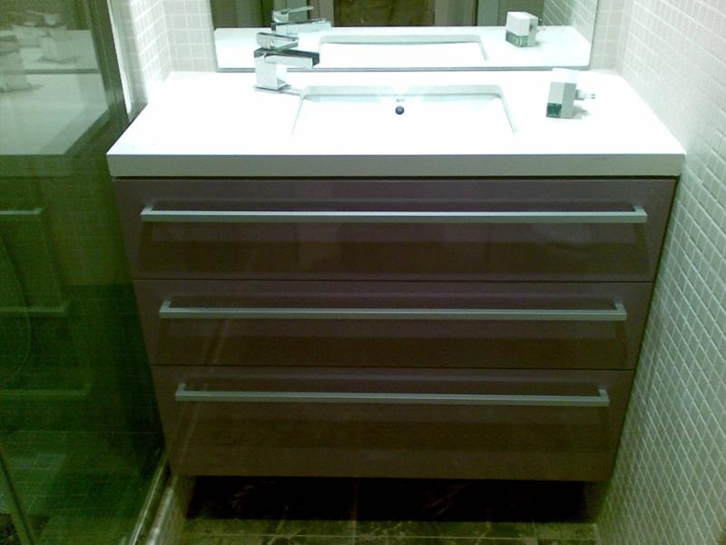 Foto muebles de ba o lacado en lila brillo de jos mar a ruiz 352302 habitissimo - Muebles jose maria ...