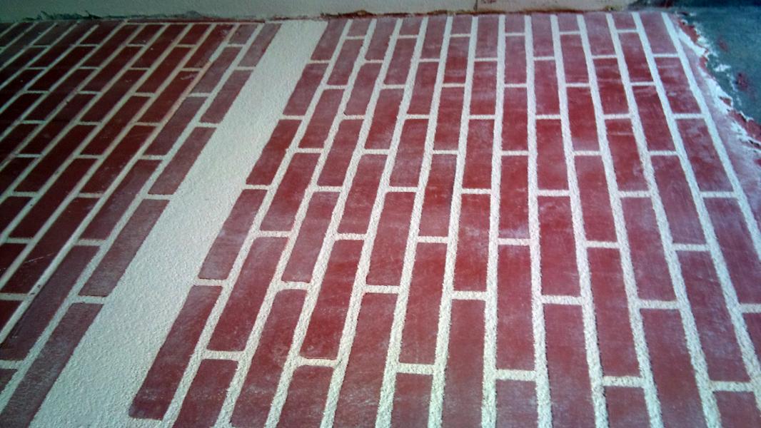 Foto muro completo de ladrillo visto con zocalo de - Muros de ladrillo visto ...