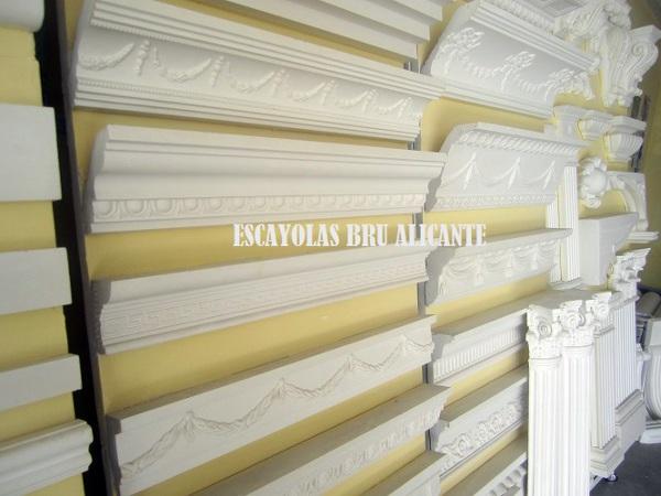 Foto molduras de escayola clasicas y de dibujo http de - Colocar moldura escayola ...