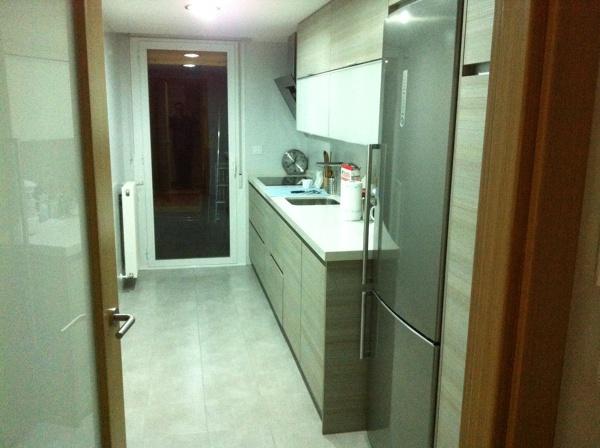 Foto amueblamiento de cocina en vivienda de g4 proyectos for Amueblamiento de cocinas