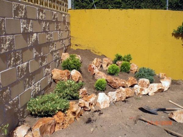 Foto obra macizo de rocalla de jardineria integral for Jardineria fotos