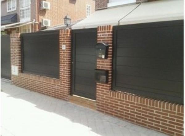 Foto puertas automaticas acceso jardin de kulman - Puertas de hierro para jardin ...